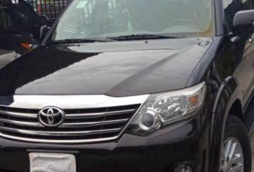 A Toyota jeep dark colour